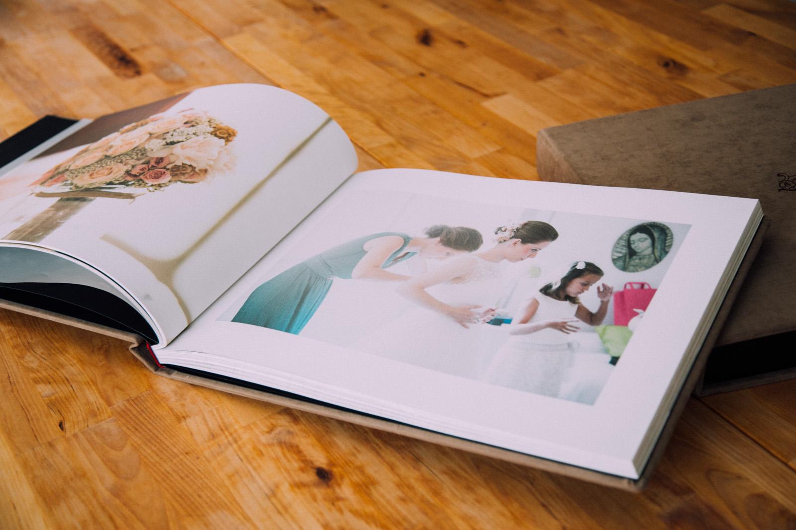 Album 40x30 con 100 páginas, lo que permite una maquetación espaciada y con fotos grandes