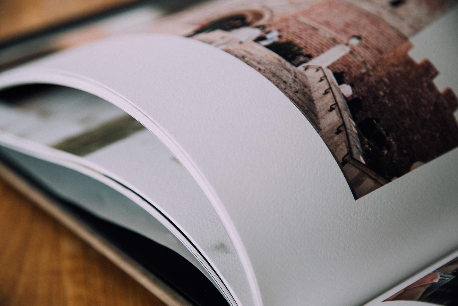 Textura rugosa, similar al papel de acuarela